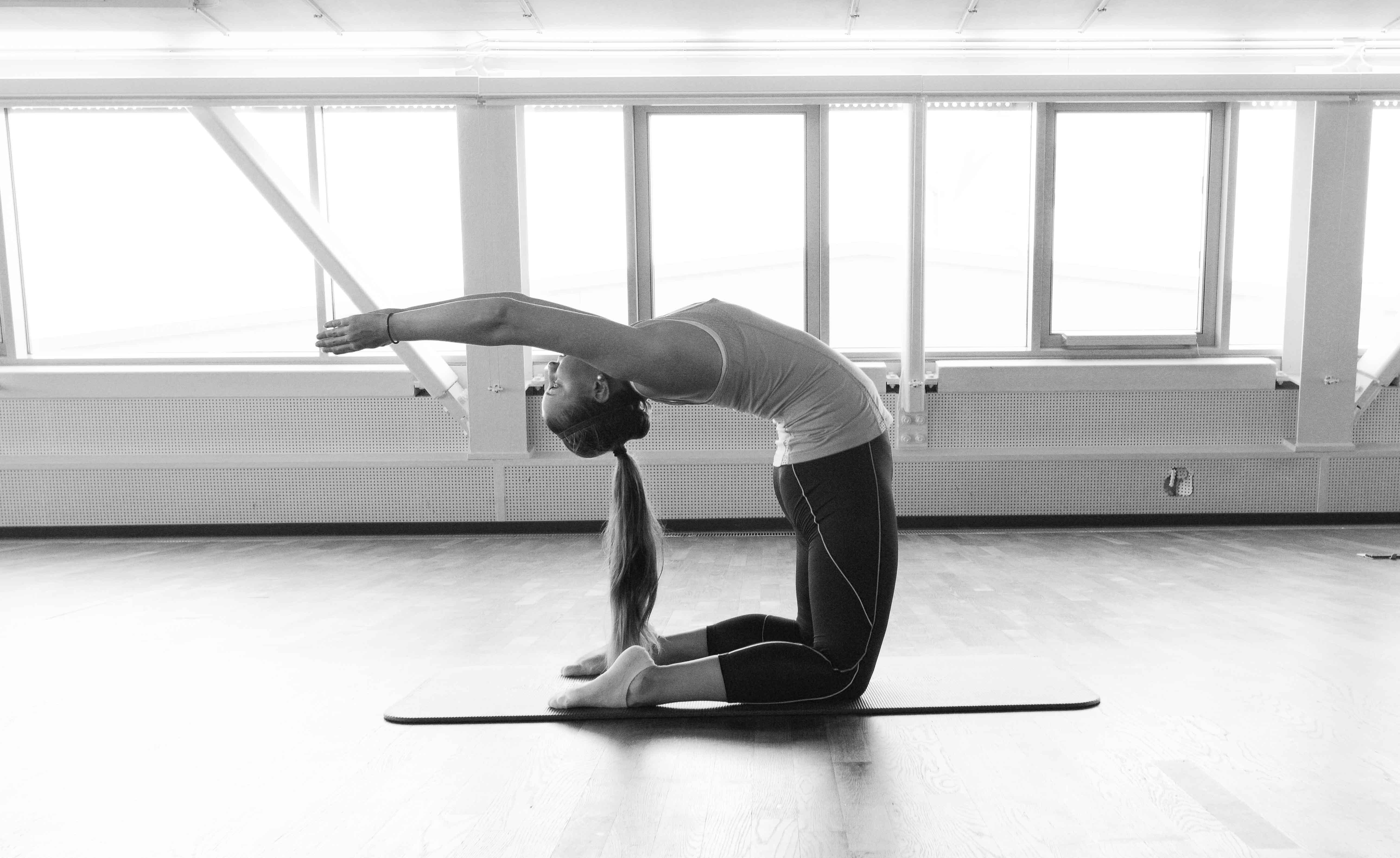 yoga zu hause top pilates ubungen fur zuhause video tag. Black Bedroom Furniture Sets. Home Design Ideas