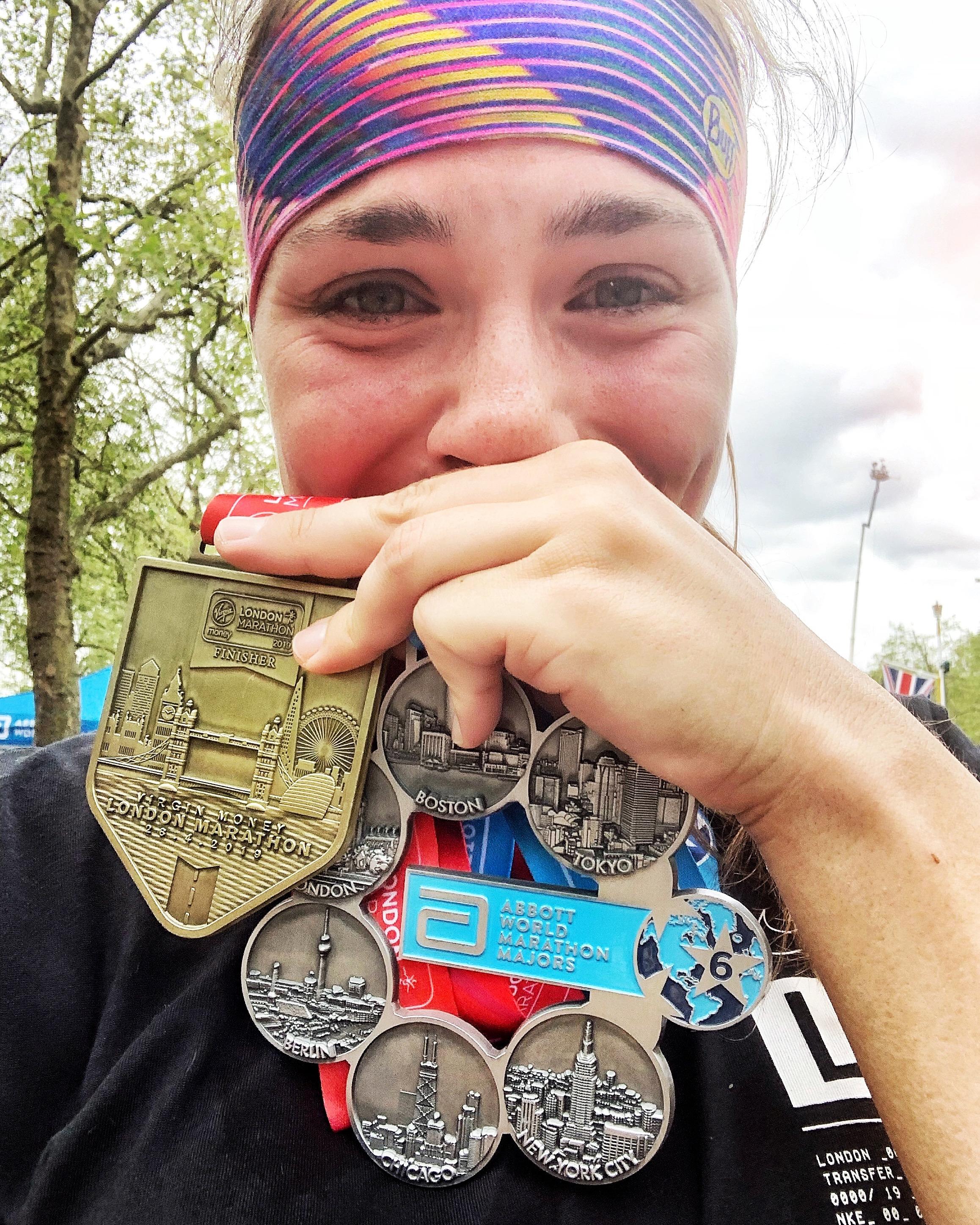 Susanne Lehmann von runskills.de mit Medaillen