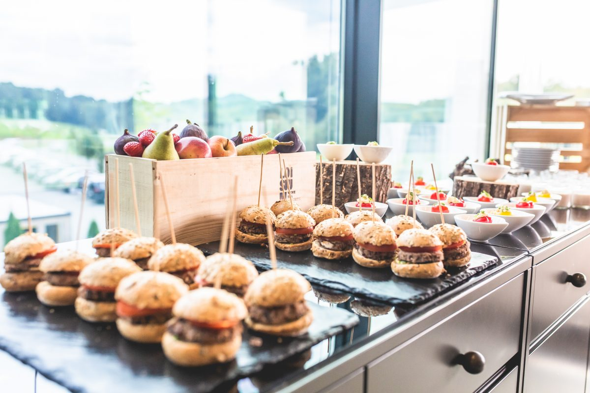 Mini Burger am Buffet im LOISIUM Spa