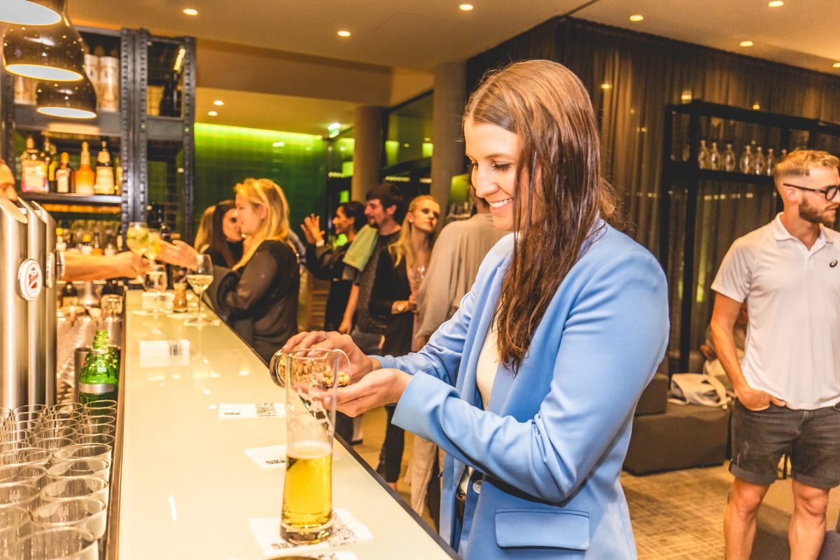 Klara Fuchs an der Bar im LOISIUM Spa