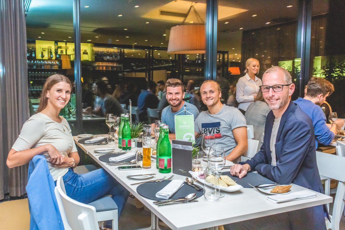 Klara Fuchs beim geimeinsamen Abendessen am fit4life Event der Merkur Versicherung
