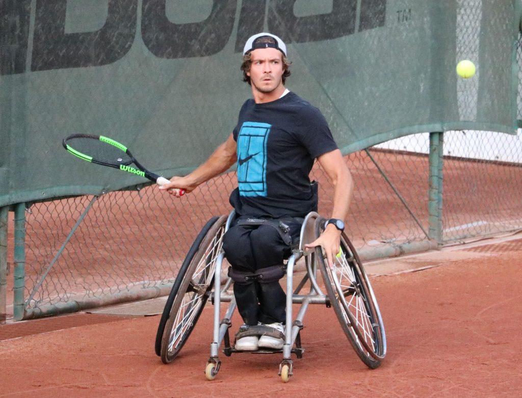 Nico Langmann am Tennisplatz